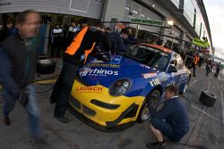 Pit stop for #43 Porsche 997 GT3: Wolfgang Destrée, Kersten Jodexnis, Jens Petersen