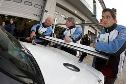 Pit stop for #61 Carlsson Racing Mercedes SLK Carlsson: Rainer Brückner, Ingvar Carlsson, Vitaly Dudin, Vadim Kharlov