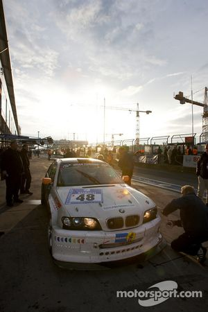 Pit stop for #48 Geoff Steel Racing BMW M3: Tim Christmas, Denis Cribbin, Paul Jenkins