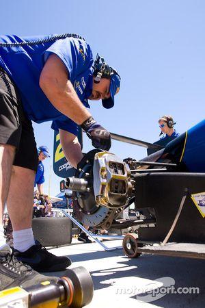Crew work the brake system for Jonathan Bomarito