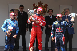 Podium: race winner Bruno Senna, second place Pastor Maldonado, third place Karun Chandhok