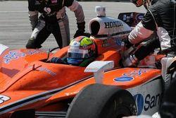 Enrique Bernoldi during a pit stop