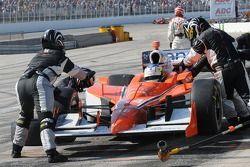 Jaime Camara receiving pit service
