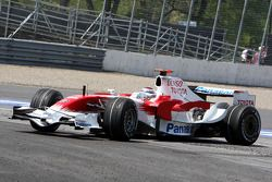 Jarno Trulli, Toyota Racing, spins at turn 10