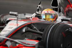 Ganador de la pole position Lewis Hamilton, McLaren Mercedes