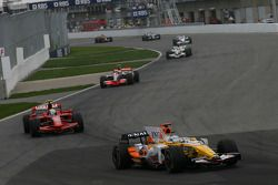 Fernando Alonso, Renault F1 Team, R28 y Felipe Massa, Scuderia Ferrari, F2008