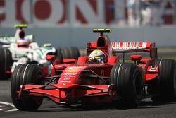 Felipe Massa, Scuderia Ferrari, F2008 devant Rubens Barrichello, Honda Racing F1 Team, RA108