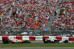 Robert Kubica, BMW Sauber F1 Team, F1.08 y Fernando Alonso, Renault F1 Team, R28