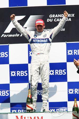 Podio: ganador de la carrera Robert Kubica celebra