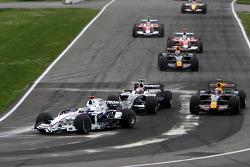 Nick Heidfeld, BMW Sauber F1 Team leads Kazuki Nakajima, Williams F1 Team