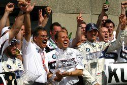 BMW-Sauber feiert mit Robert Kubica und Nick Heidfeld