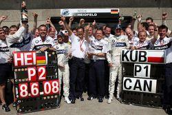 La celebración de la victoria de BMW Sauber F1, con Nick Heidfeld y Robert Kubica