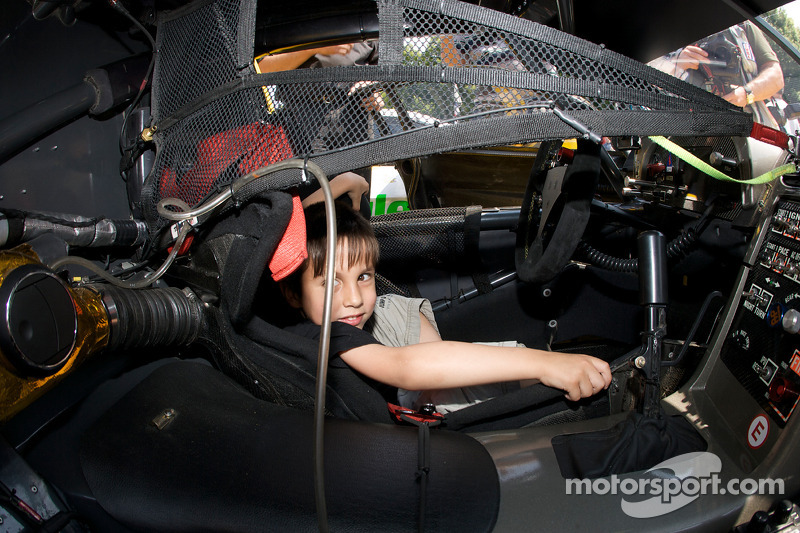 2008: A young fan in the Corvette Racing Corvette C6.R