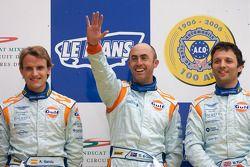 LM GT1 podio: ganadores David Brabham, Darren Turner, Antonio Garcia