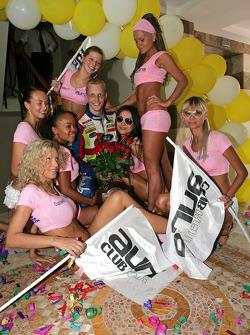 Mikko Hirvonen ve grid kızları
