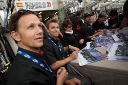 Angel Burgueño, Miguel Angel de Castro, Adrian Valles, Jean-Marc Gounon, Shinji Nakano y Stefan Johansson