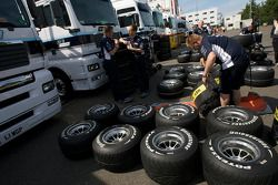 Williams F1 Team members at work