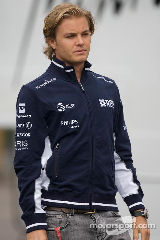Нико Росберг проводил свой третий сезон в Ф1 и тоже мог похвастаться длинными волосами