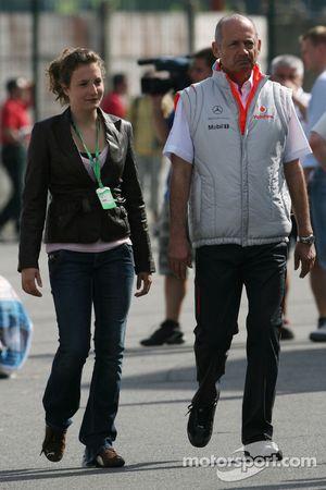 Ron Dennis, Presidente de McLaren y director del equipo y su hija