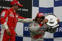Podio: ganador de la carrera Felipe Massa y el tercer lugar Jarno Trulli