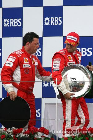 Podio: ganador de la carrera Felipe Massa con Luca Baldisserri