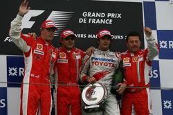 Podio: ganador de la carrera Felipe Massa con Kimi Raikkonen, Jarno Trulli y Luca Baldisserri