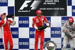 Podio: ganador de la carrera Felipe Massa, Kimi Raikkonen y Jarno Trulli