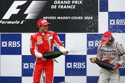 Podio: ganador de la carrera Felipe Massa y Jarno Trulli