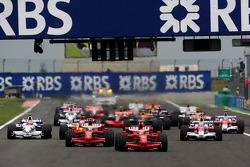 Arrancada: Kimi Raikkonen, Scuderia Ferrari y Felipe Massa, Scuderia Ferrari
