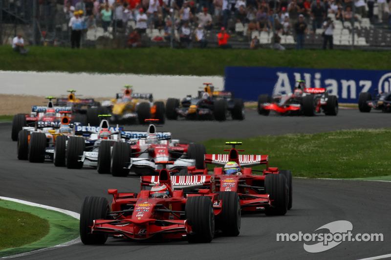 Start: Kimi Raikkonen, Scuderia Ferrari, ve Felipe Massa, Scuderia Ferrari