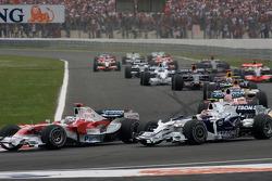 Start: Jarno Trulli, Toyota Racing, and Robert Kubica, BMW Sauber F1 Team