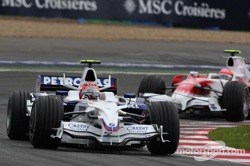 Robert Kubica, BMW Sauber F1 Team, F1.08 leads Timo Glock, Toyota F1 Team, TF108