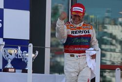 Podium: le vainqueur Giorgio Pantano fête sa victoire
