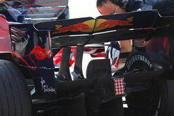 Sebastian Vettel, Scuderia Toro Rosso, STR03, arka kanat