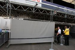 Тент перед боксами Бруно Спенглера, Team HWA AMG Mercedes, AMG Mercedes C-Klasse