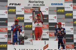 Podium: winnaar Nico Hulkenberg met Koudai Tsukakoshi en Jean-Karl Vernay