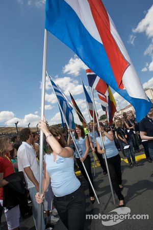 Les drapeaux sont présentés
