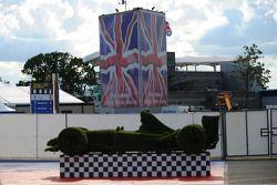 A hedge shaped F1 car