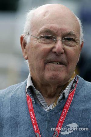 Знаменитый комментатор Формулы 1 Маррей Уокер