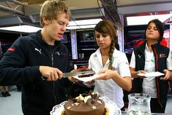 Sebastian Vettel, Scuderia Toro Rosso, kutlama yapıyor his 21st birthday