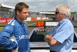 Bernd Maylander, FIA F1 ve GP2 Güvenlik Aracı Pilotu ve Charlie Whiting, FIA Safty delegate, Race Di