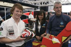 Alessandro Alunni Bravi, Trident Racing presents Mike Conway with his new race boots and race overal