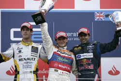 Giorgio Pantano celebrates victory on the podium with Lucas di Grassi and Karun Chandhok