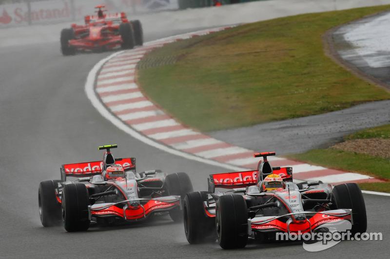 Lewis Hamilton, McLaren Mercedes, MP4-23, Heikki Kovalainen, McLaren Mercedes, MP4-23 y Kimi Raikkon