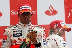 Podio: ganador de la carrera Lewis Hamilton