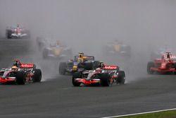 Start: Heikki Kovalainen, McLaren Mercedes, MP4-23 and Lewis Hamilton, McLaren Mercedes, MP4-23, bat