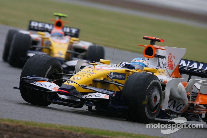 Fernando Alonso, Renault F1 Team, R28 y Nelson A. Piquet, Renault F1 Team, R28