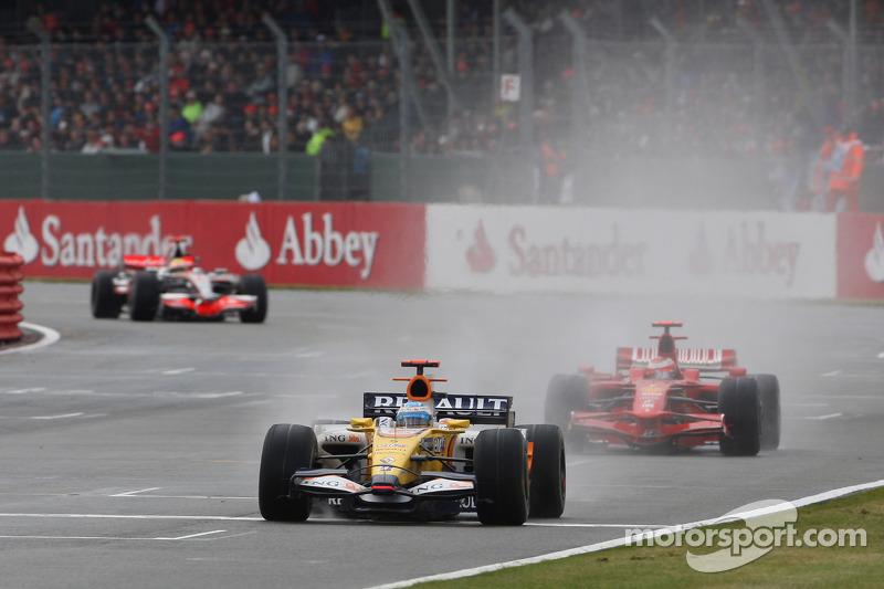 Fernando Alonso, Renault F1 Team, R28 y Kimi Raikkonen, Scuderia Ferrari, F2008