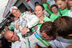 Rubens Barrichello viert derde plaats finish