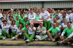 Rubens Barrichello viert derde plaats finish met Honda Racing F1 teamleden